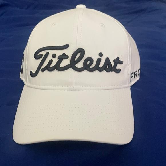 Titleist Men's Tour Performance Hat Black/White